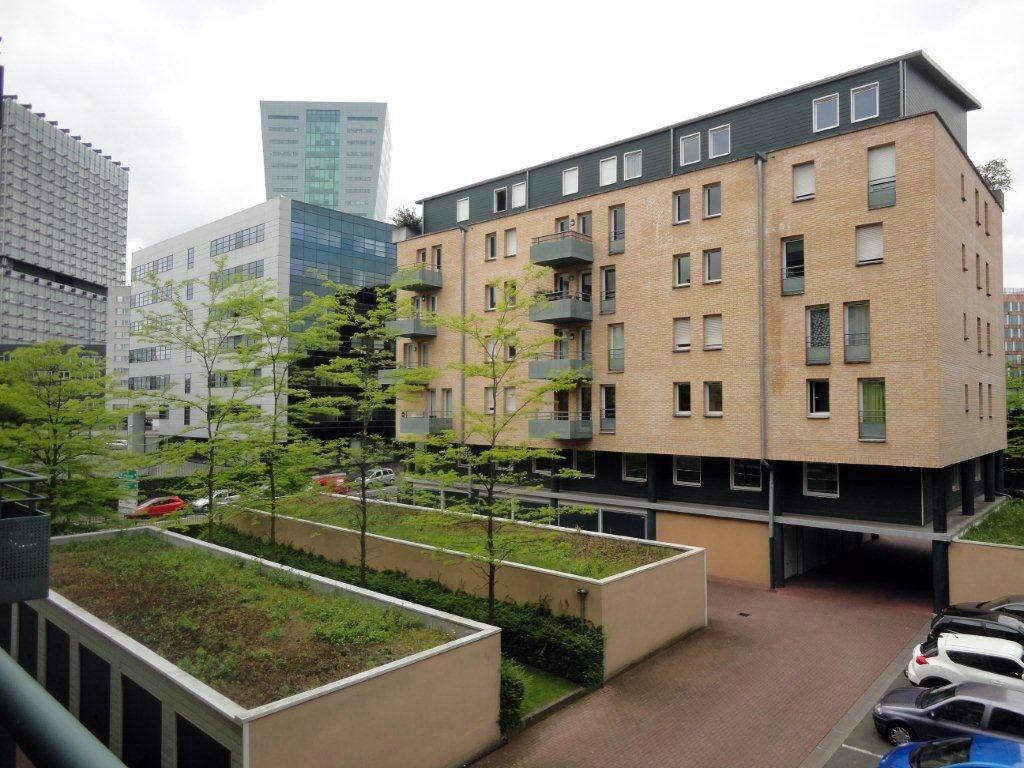 Appartement LILLE  252 000€ HNI 59012-141619 A VENDRE , LILLE à deux pas de la GARE LILLE EUROPEDans une Résidence de Standing , construction SEDAF de 2001Appartement TYPE 3 de 73m², Lumineux, avec BALCON SUD OUEST de 7m² et GARAGECuisine équipée - 2 CHAMBRES - Séjour de 24m² -Faibles charges, chauffage individuel électrique-Bien en copropriété - Nb de lots : 91 - Ch. Annuelles : 1 272,00 euros soit 106 euros /mois