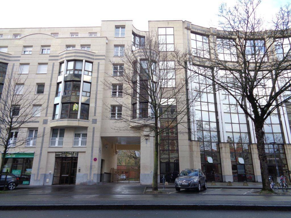 Parking LILLE  29 500€ HNI 59012-141640 LILLE 7bis Boulevard Louis XIV 1 place de PARKING en sous sol dans une Résidence Sécurisée.  Charges de copropriété: 122euros /AN  Consultez nos tarifs : https://www.immobilier.notaires.fr/fr/tarif-service-immobilier?office=935