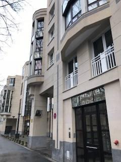 Parking LILLE  100€/mois PKGLILL-ROL Dans une résidence sécurisée à deux pas de la Mairie de Lille et du Parc Jean-Baptiste Lebas.  Le parking est situé en sous-sol, laccès se fait soit par lascenseur de la résidence, soit pas lextérieur.  Loyer : 100E  Dépôt de garantie : 100E  Part locative des frais : 75E  Consultation de nos honoraires : http://www.martin-associes.notaires.fr/images/honoraires.pdf